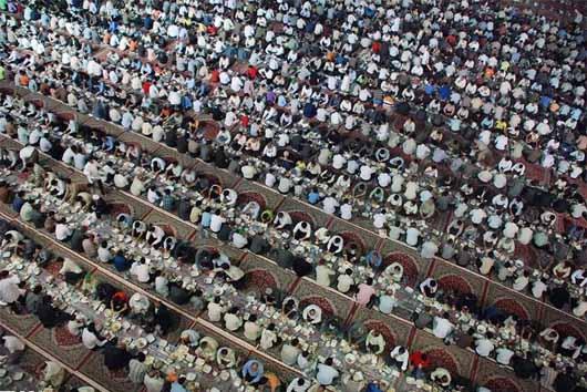 از سوی قائم مقام تولیت آستان قدس رضوی: اقدامات آستان قدس رضوی در ایام ماه مبارک رمضان تشریح شد