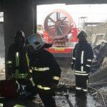 آتش سوزی گسترده انبار چوب مهار شد