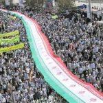 پرچم ۱/۵ کیلومتری ایران در مسیر راهپیمایی ۱۳ آبان مشهد