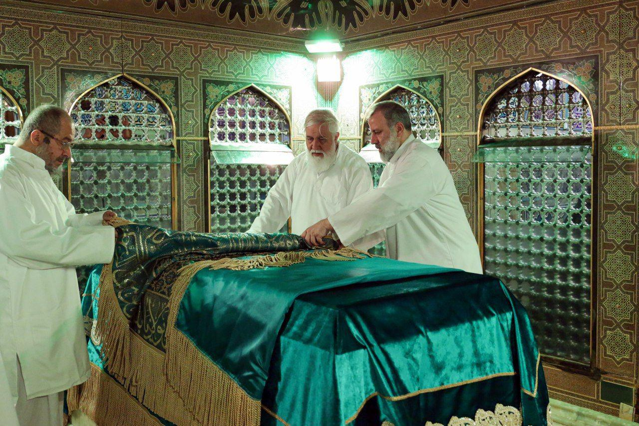 مراسم غبارروبی مضجع مطهر حضرت امام رضا(علیهالسلام)