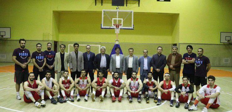 با حضور در برنامه رادیویی صدای ورزش؛ مدیر باشگاه فرهنگی ورزشی فرش مشهد اقدامات و فعالیت های باشگاه را تشریح کرد